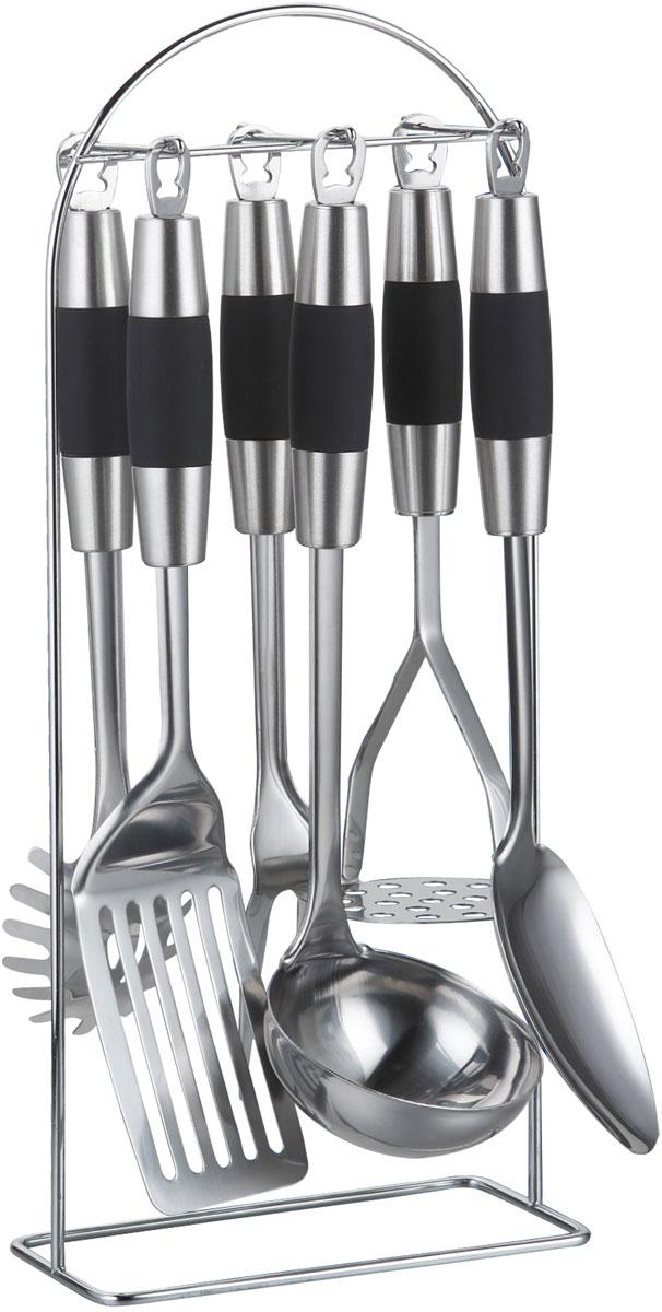 Набор кухонных принадлежностей Bohmann, 7 предметов7763BH/12Набор кухонных принадлежностей из нержавеющей стали. Не нагревающиеся ручки. Состав: половник, лопатка, ложка для спагетти, поварская ложка, поварская вилка, картофелемялка, металлический стенд. Толщина стали: 2,5 мм
