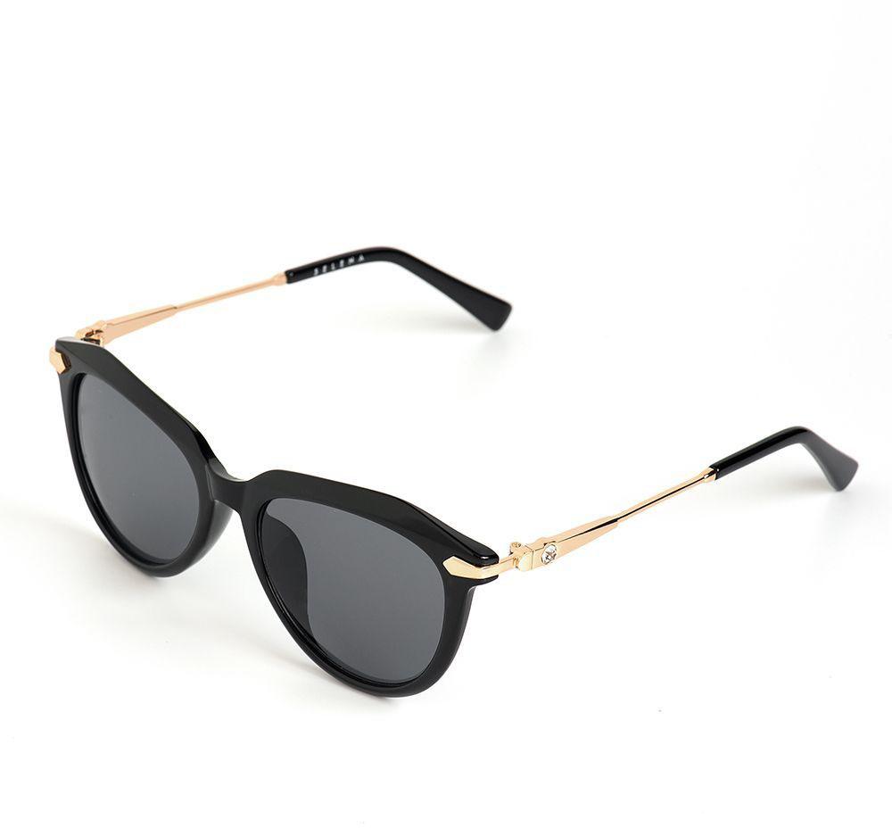 Очки солнцезащитные женские Selena, цвет: черный. 8003620180036201Солнцезащитные женские очки Selena выполнены из качественного материала. Линзы очков обеспечивают 100% защиту от ультрафиолетовых лучей. Такие очки защитят глаза от ультрафиолетовых лучей, подчеркнут вашу индивидуальность и сделают ваш образ завершенным. Размер (ширина линзы*ширина моста-длина дужки) 50*19-135.