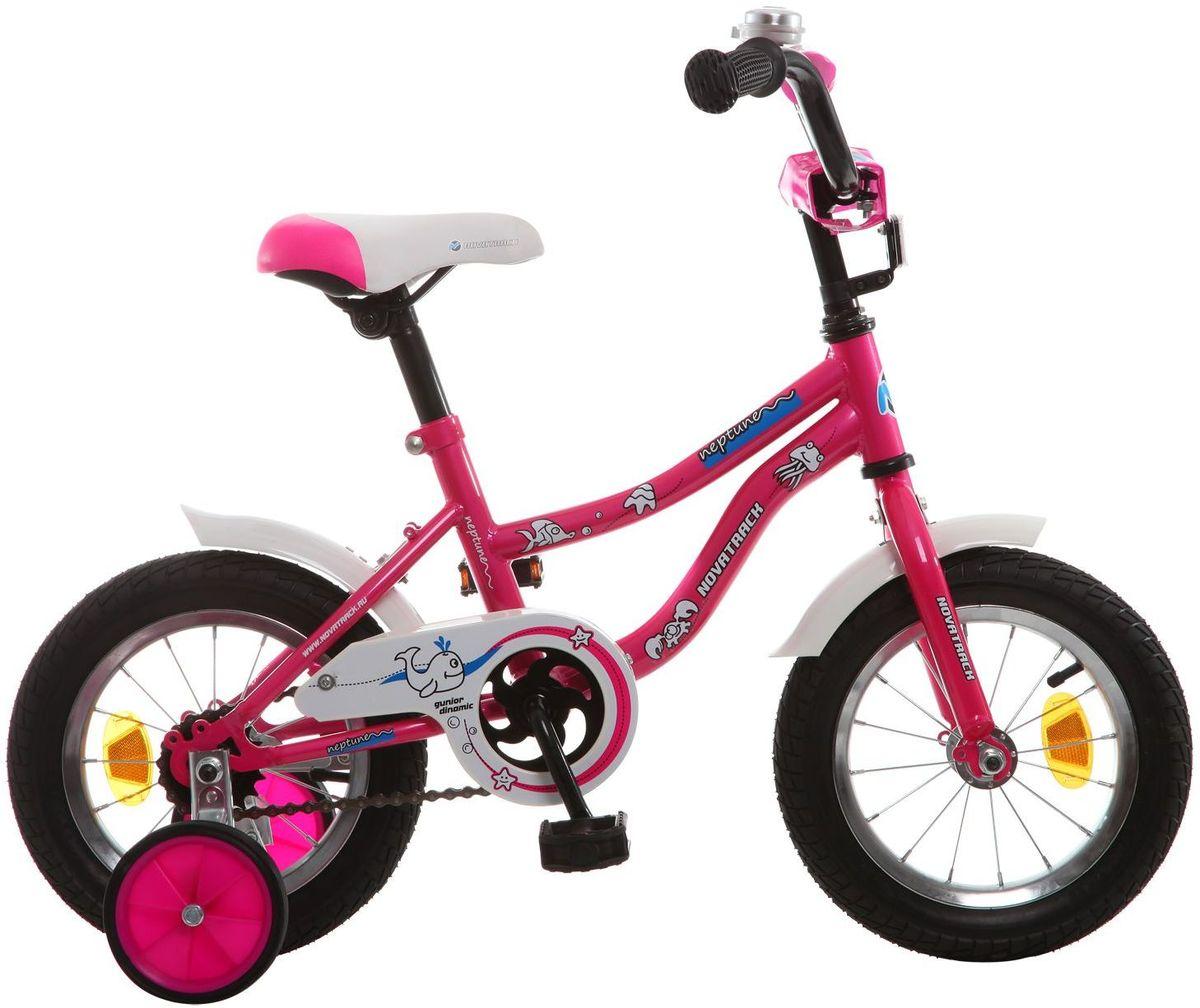 Велосипед детский Novatrack Neptune, цвет: розовый, 12MHDR2G/AЕсли вам нужен качественный, надежный и оптимальный по цене велосипед для ребенка, то это, конечно - Novatrack Neptun 12'', который рассчитан на малышей 2-4 лет. Достаточно только взглянуть на эту модель, чтобы понять, насколько удобно и безопасно будет чувствовать себя ваш сын или дочка. Да-да, этот велосипед прекрасно подойдет и мальчику, и девочке. Это детское двухколесное транспортное средство прекрасно управляется даже самыми неопытными велосипедистами, ведь его конструкция тщательно продумана с учетом того, что кататься на этом велосипеде будут малыши. В частности, модель снабжена ограничителем поворота руля, что не позволит ребенку слишком сильно вывернуть переднее колесо велосипеда и упасть. Установлены дополнительные опции: защита цепи, стильные укороченные крылья, мягкие накладки, которые служат еще и элементом дизайна, громкий звонок и катафоты.