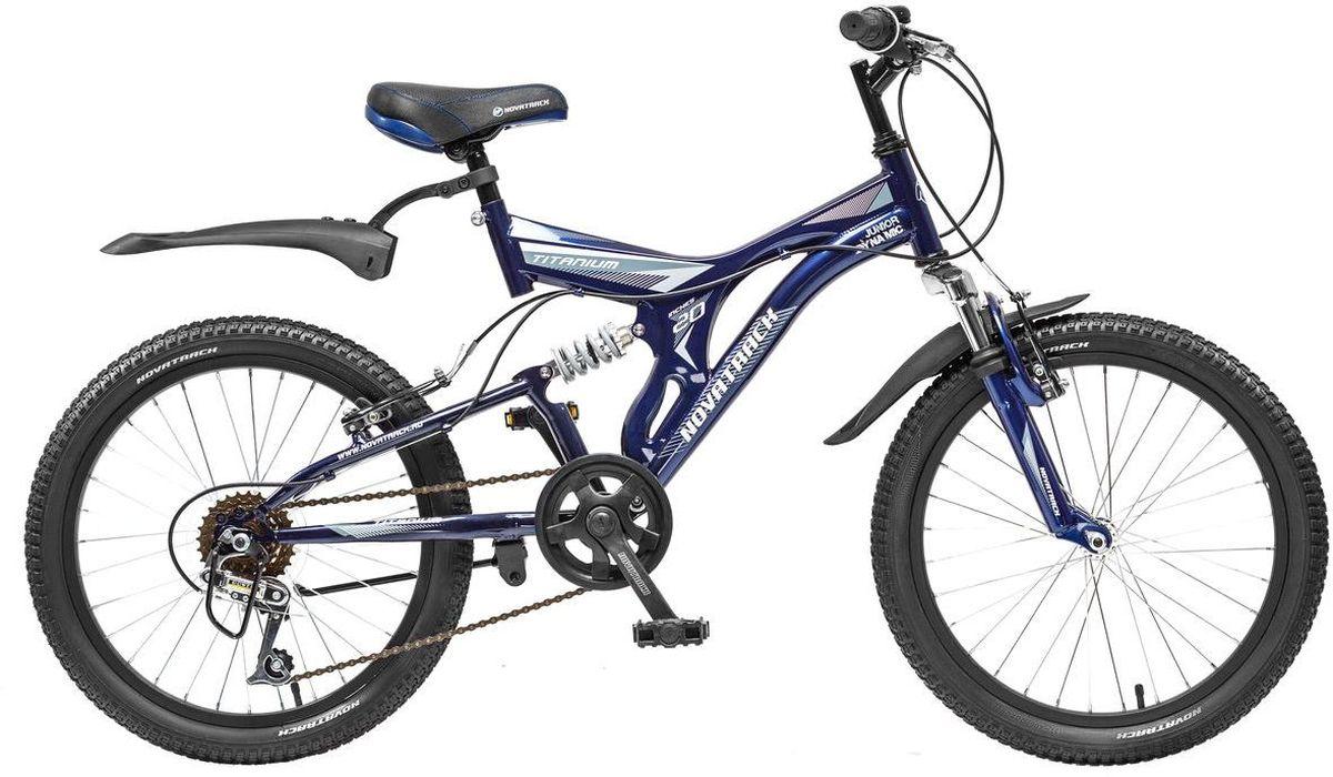 Велосипед детский Novatrack Titanium, цвет: темно-синий, 2020SS6V.TITANIUM.DB5Если ваше чадо подросло и уже неодобрительно относится к детским велосипедам, то обратите внимание на новинку - Novatrack Titaniun 20''. Это настоящий горный велосипед для ребят 7-10 лет. На 20-дюймовых колесах можно кататься не только во дворе, но и по более сложным маршрутам – ухабистым парковым тропинкам, небольшим горкам, где езда без амортизаторов была бы не простой. Велосипед оснащен передним и задним ручным тормозом, которые при синхронной работе обеспечивают наилучшее торможение при спуске с наклонной поверхности, а одна из шести скоростей помогает легко преодолеть сложный подъем. Переключение передач очень нравится мальчишкам, во-первых – это атрибут велосипедов для «знатоков» велоспорта, коим ваше чадо быстрее мечтает стать, во-вторых, ребенок учится анализировать ситуацию и выбирать соответствующую скорость для комфортной езды. С велосипедом Novatrack Titaniun 20'' ваш ребенок точно не засидится дома, а будет активно двигаться на свежем воздухе, эффективно укрепляя мышцы,...