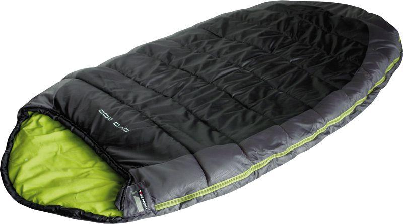 Спальный мешок High Peak OVO 220, цвет: темно-серый, зеленый, левосторонняя молния03/1/12Просторный и очень комфортный спальник High Peak OVO 220 легко заменит вам домашнюю кровать летней ночью на природе. Молния позволяет раскрыть спальник в большое одеяло 220 х 200 см. Внутренняя ткань спальника - смесь хлопка и полиэстера. Ткань приятна к телу и хорошо испаряет влагу. Спальник имеет подголовник с затяжкой и тепловой воротник на уровне плеч, которые защищают голову и плечи в прохладную ночь. В верхней части молния фиксируется клапаном на липучке Velcro. На молнии два бегунка, которые позволяют расстегнуть спальник со стороны ног и сделать вентиляционное окно. Вдоль молнии идет защита от закусывания замком молнии ткани спальника. Чтобы холодный воздух не проникал сквозь молнию, ее закрывает тепловой клапан. Спальник утеплен слоем силиконизированного утеплителя Dura Loft, смешанного с холлофайбером в соотношении 70%/30% Верх 1х250 г/м2 + Низ 1х250 г/м2. В комплекте со спальником идет компрессионный транспортировочный чехол.