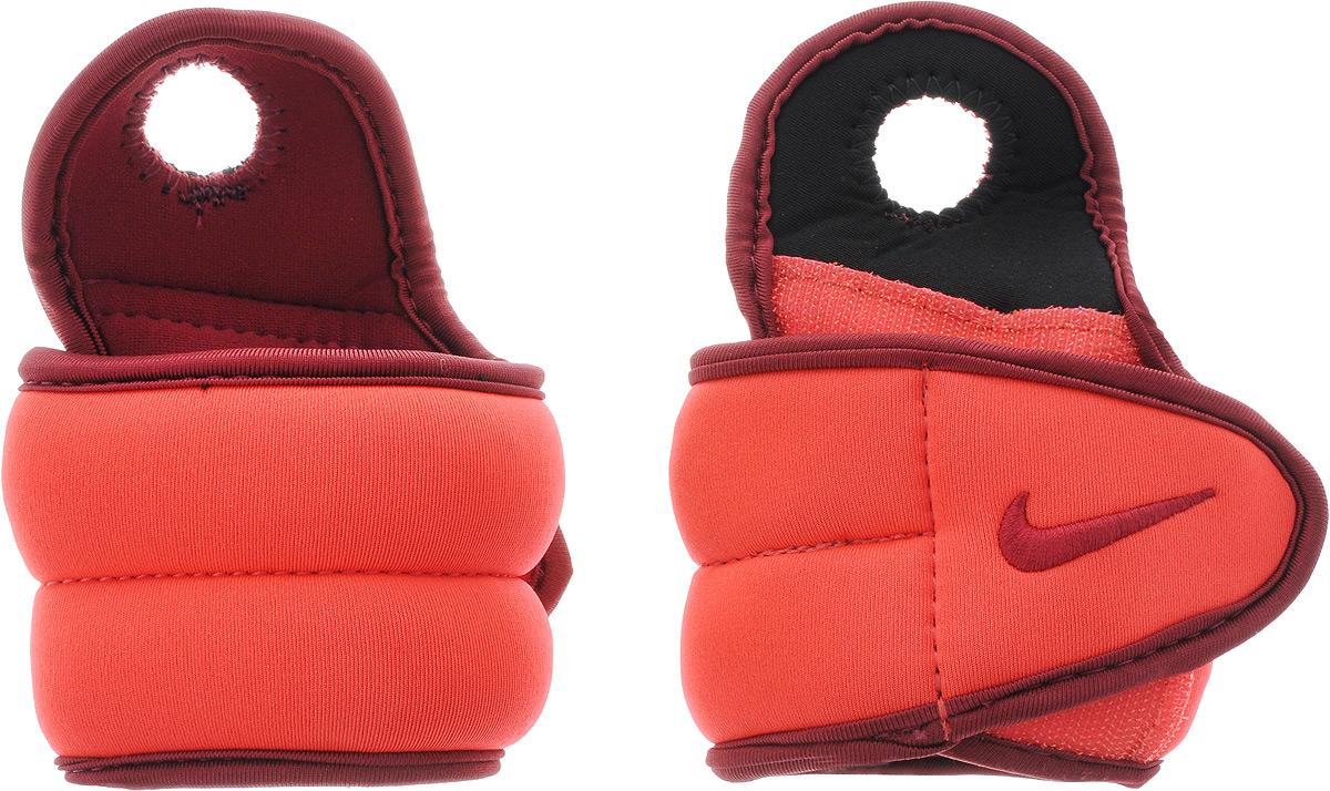 Утяжелители для рук Nike Wrist Weights, цвет: красный, бордовый, 0,45 кг, 2 шт4156764Утяжелители Nike Wrist Weights легко фиксируются при помощи крепежного ремешка на липучке и отверстия для большого пальца. Они изготовлены из полиэстера и наполнены металлической стружкой. Быстросохнущая подкладка Dri-Fit быстро впитывает влагу, что позволяет оставаться коже всегда сухой и не потеть. Идеальны в использовании при занятиях аэробикой, оздоровительной гимнастикой и фитнесом. Мягкий материал надежно облегает, давая вместе с тем ощущение свободы рукам - у вас отпадает необходимость держать гантели или гири для создания усилий во время тренировок. Утяжелители имеют компактный размер и не займут много места при хранении и переноске. Удобный современный дизайн, приятное цветовое оформление и качество самих утяжелителей будут несомненно радовать вас во время тренировок! Вес каждого утяжелителя: 0,45 кг. Длина утяжелителя: 30 см. Ширина утяжелителя (без учета отверстия для пальца): 7 см.Толщина утяжелителя: 10 мм.
