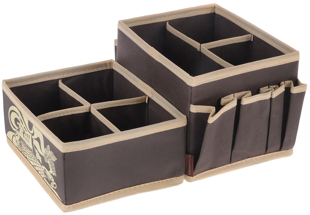 Набор органайзеров для косметики Все на местах Париж, цвет: темно-коричневый, бежевый, 2 предмета1002003Набор состоит из двух органайзеров для хранения косметики и аксессуаров. Изделия выполнены из высококачественного нетканого материала (спанбонда), который обеспечивает естественную вентиляцию, позволяя воздуху проникать внутрь, но не пропускает пыль. Вставки из ПВХ хорошо держат форму. Мягкие перегородки образуют секции для хранения разнообразной косметики. Наружные кармашки позволяют удобно хранить мелкие аксессуары. Изделия отличаются мобильностью: легко раскладываются и складываются. Набор органайзеров для косметики и аксессуаров поможет привести элементы женского туалета в порядок. Оригинальный дизайн придется по вкусу ценительницам эстетичного хранения. Размер органайзеров: 15 см х 15 см х 12 см; 15 см х 15 см х 7 см.