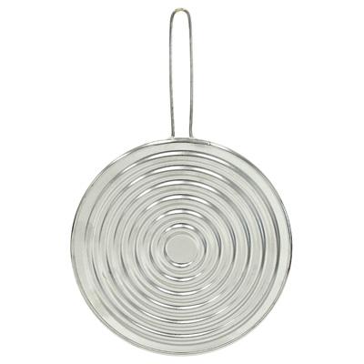 Рассекатель огня Metaltex с минеральным волокном, 19 см20.40.19Рассекатель огня Metaltex с минеральным волокном, выполненный из нержавеющей стали, предназначен для того, чтобы жар распределялся равномерно по всему дну посуды и ничего не пригорало. Можно использовать как противоразбрызгиватель или как подставку под горячее. Характеристики: Материал: нержавеющая сталь, минеральное волокно. Диаметр: 19 см. Длина ручки: 11 см. Изготовитель: Италия. Артикул: 20.40.19.
