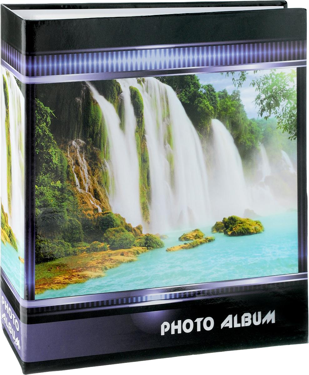 Фотоальбом Pioneer Waterfalls, 500 фотографий, цвет: черный, белый, зеленый, 10 x 15 см47513 AV46500 3-OФотоальбом Pioneer Waterfalls позволит вам запечатлеть незабываемые моменты вашей жизни, сохранить свои истории и воспоминания на его страницах. Обложка из искусственной кожи оформлена оригинальным принтом. Фотоальбом рассчитан на 500 фотографии форматом 10 x 15 см. Фотографии фиксируется внутри с помощью кармашек. Такой необычный фотоальбом позволит легко заполнить страницы вашей истории, и с годами ничего не забудется. На странице размещаются 5 фотографий: 3 горизонтально и 2 вертикально. Количество страниц: 100. Материал обложки: Ламинированный картон. Переплет: на кольцах. Материалы, использованные в изготовлении альбома, обеспечивают высокое качество хранения ваших фотографий, поэтому фотографии не желтеют со временем.