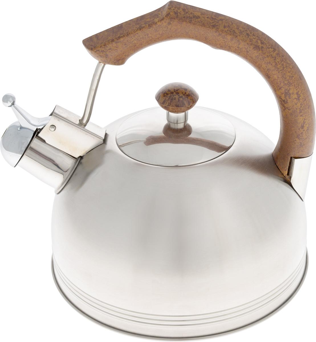 Чайник Wellberg Whistling, со свистком, 2,3 л. 507WBCM000001328Чайник Wellberg Whistling выполнен из высококачественной нержавеющей стали, что делает его весьма гигиеничным и устойчивым к износу при длительном использовании. Носик чайника оснащен свистком, что позволит вам контролировать процесс подогрева или кипячения воды. Фиксированная ручка изготовлена из пластика. Матовая полировка придает чайнику изысканный внешний вид. Эстетичный и функциональный чайник будет оригинально смотреться в любом интерьере.Подходит для использования на всех типах плит, кроме индукционных. Можно мыть в посудомоечной машине. Высота чайника (с учетом ручки и крышки): 21 см.Диаметр чайника (по верхнему краю): 8,5 см.Диаметр основания: 20 см.