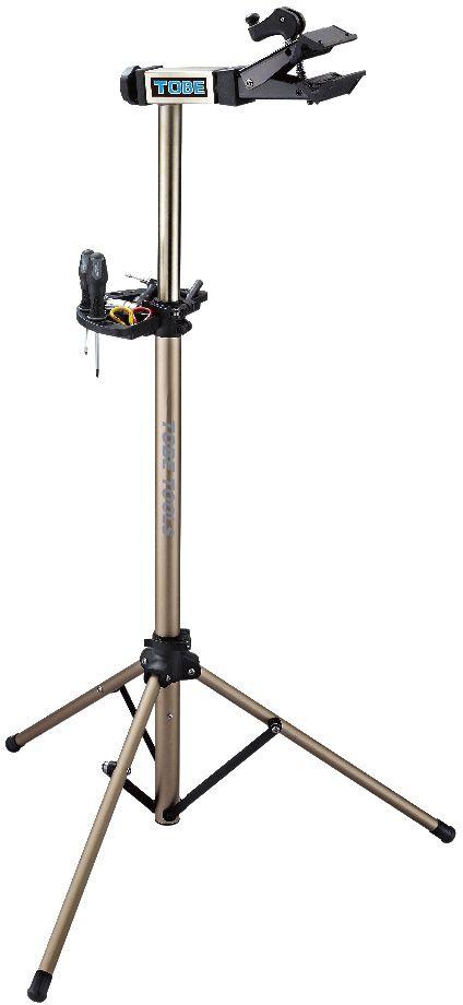 Стойка механическая To Be, 3-х ножках. 2051АС.050005Стойки для велосипеда B196090 Идеальна для домашнего использования; Уникальная база штатива предназначена для выполнения работ как на гладкой поверхности, так и на неровностях;Регулируемый зажим,вращающийся на 360 градусов позволяет распологать велосипед под любым углом и делает вашу работу легче Особенности:Вес 5,4кг;Захват рам от 1 до 2,5;Регулируемая высота от 11 до 154см;Очень легко открыть зажим для хранения или технического обслуживания;Лоток для инструментов в комплекте