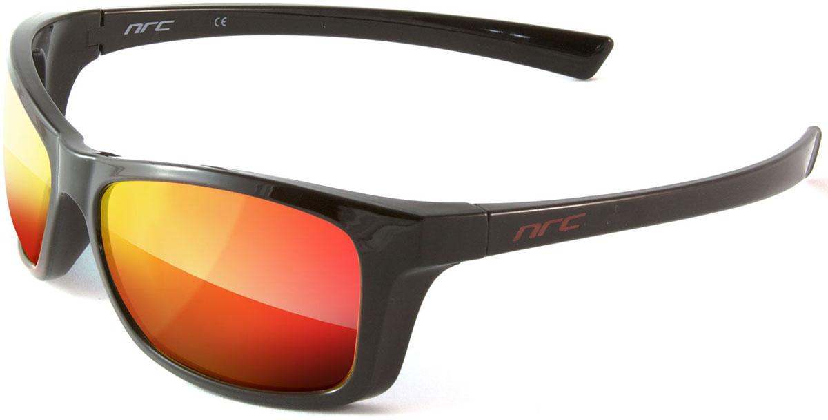 Очки солнцезащитные NRC, цвет: черный. 210076056Бренд NRC представляет очки, предназначенные как для езды на велосипеде, так и для многих других видов спорта. NRC известен собственными фирменными разработками, адаптирующими очки под разные климатические условия, различное время суток, степень освещенности, а также под индивидуальные потребности каждого конкретного пользователя. Очки блестящие(глянцевые) черно-красныеЗеркальные поляризованные линзыМатериал оправы –термопластичный эластомер (ТPE)Оправа - небьющаяся, гибкая, мягкая, легкая, удобная и безопасная Материал линзы - поликарбонат (РС)Покрытие –защитное от царапин[NOSCRATCH]Прозрачность -14%Категория фильтра -3Вес -32,9 гКривизна (изгиб) -8