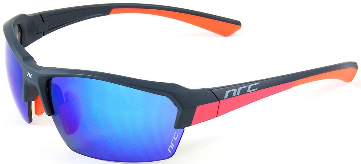 Очки солнцезащитные NRC, цвет: синий. 2101921019Бренд NRC представляет очки, предназначенные как для езды на велосипеде, так и для многих других видов спорта. NRC известен собственными фирменными разработками, адаптирующими очки под разные климатические условия, различное время суток, степень освещенности, а также под индивидуальные потребности каждого конкретного пользователя. Очки матовые сине-оранжевые Синие зеркальные линзы Материал оправы – нейлон (TR90) Оправа - регулируемые носоупоры, дужки, возможность использовать одновременно с обычными (рецептурными) очками Материал линзы - поликарбонат (РС) Покрытие –защитное от царапин, антибликовое, антизапотевающее, зеркальное Прозрачность -13% Категория фильтра -3 Вес -23,9 г Кривизна (изгиб) - 8