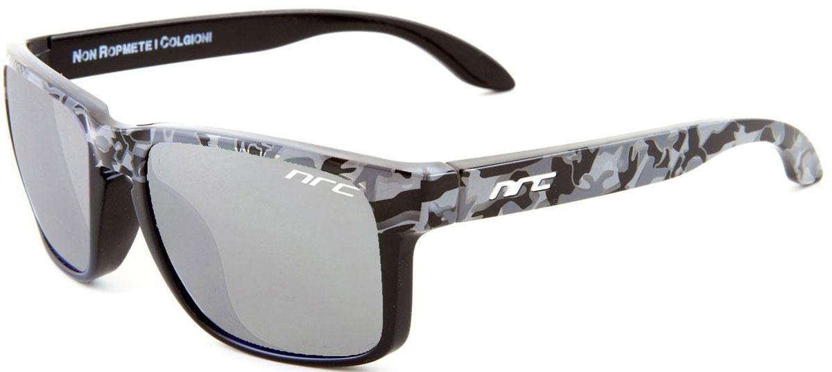 Очки солнцезащитные NRC, цвет: синий. 210476056Бренд NRC представляет очки, предназначенные как для езды на велосипеде, так и для многих других видов спорта. NRC известен собственными фирменными разработками, адаптирующими очки под разные климатические условия, различное время суток, степень освещенности, а также под индивидуальные потребности каждого конкретного пользователя. Очки с рисунком люминесцентный камуфляжЗеленые линзыМатериал оправы – нейлон (TR90)Особенности оправы - спортивные и модные с современным дизайном и люминесцентной окраской (светятся в темноте) Материал линзы - поликарбонат (РС)Покрытие – защитное от царапин[NOSCRATCH]Прозрачность -10%Категория фильтра -3Вес -31,6 гКривизна (изгиб) - 6