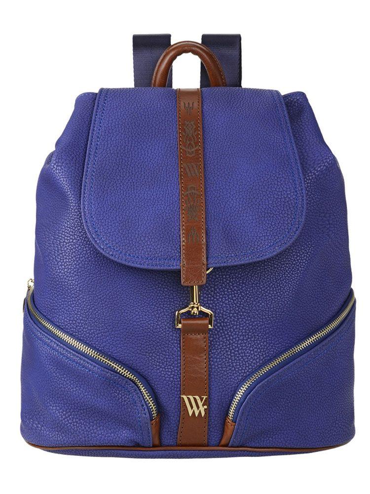 Рюкзак женский Vera Victoria Vito, цвет: синий. 33-634-5BP-001 BKСтильный городской рюкзак Vera Victoria Vito выполнен из экокожи, которая точно повторяет внешний вид натуральной кожи с контрастной отделкой из натуральной кожи. Простота в сочетании с практичностью и качеством сделает рюкзак незаменимой вещью! Внутри один отдел, с плотным отсеком на липучке для планшета с кармашками, для визиток и паспорта. Закрывается на кнопку и клапан на карабине. Снаружи на передней стенке два кармана на молнии и один на задней. Удобные регулируемые лямки.