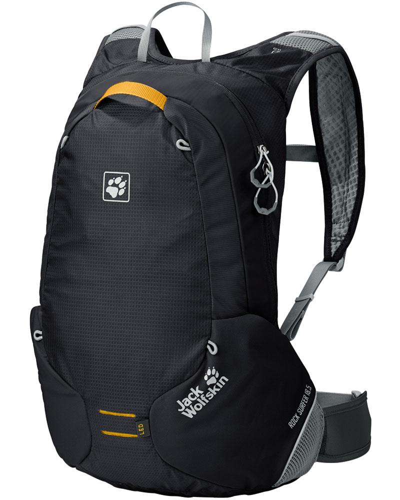 Рюкзак спортивный Jack Wolfskin Rock Surfer, цвет: черный, 18,5 лNRk_19081Хорошая экипировка: небольшой велосипедный рюкзак с поясным ремнем на застежке-липучке. Подвижность и отличная вентиляция для велосипедных туров: ROCK SURFER 18,5— небольшой рюкзак для любителей маунтинбайкинга. Мы оснастили этот рюкзак поддерживающей системой FLEX MOTION (ФЛЕКС МОУШН), разработанной нами специально для велоспорта. У нее особо мягкая подкладка плечевых ремней и четыре контактные поверхности с хорошей подвижностью и подгонкой к телу. Поэтому рюкзак отлично прилегает и в то же время обеспечивает хорошую вентиляцию— свободную циркуляцию воздуха в области спины между прилегающими поверхностями. Эластичный поясной ремень имеет индивидуальную регулировку благодаря специальной инновационной застежке-липучке. Умная деталь— эластичные вставки в области застежек-молний, позволяющие легко использовать их даже при плотно набитом рюкзаке. К тому же мы оснастили ROCK SURFER эластичным креплением для шлема и креплением для светодиодного фонарика.