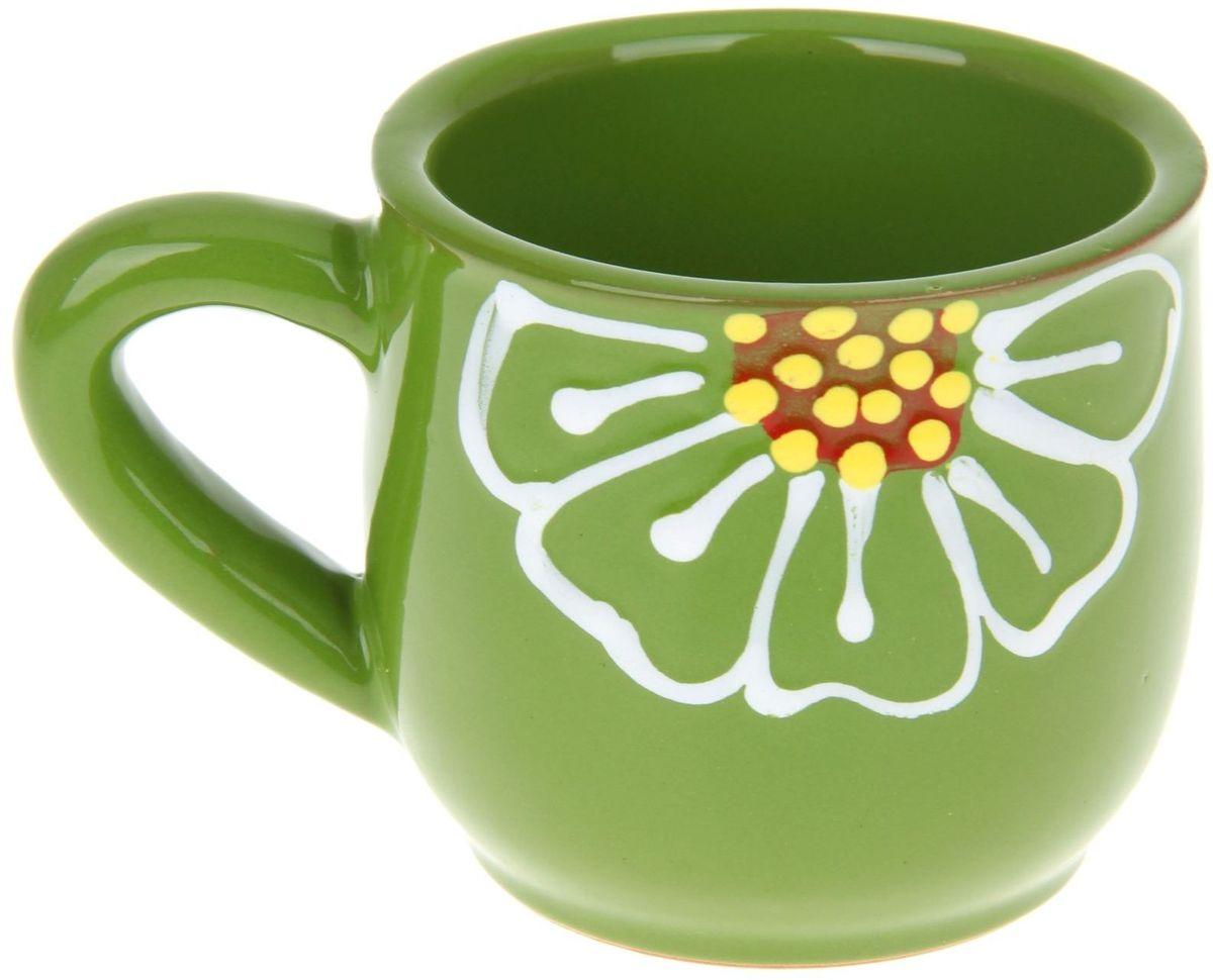 Кружка Псковский гончар, цвет: зеленый, 350 мл1228211Мы твёрдо уверены, у каждого человека должна быть своя личная кружка. Любой напиток из неё будет вкусней, потому что кружка сделана с любовью! Глиняные стенки помогут надолго сохранить напиток горячим. Удобная утолщённая ручка аккуратно ложится в ладонь и благодаря своей форме позволит долго держать даже переполненную чашку. За счёт тщательного обжига повышается надёжность изделия, а это значит, что оно будет радовать вас долгое время! Глазировка приятна на ощупь: представьте, как уютно будет обнимать её долгими зимними вечерами! Милый рисунок в виде изящного цветка добавляет изюминку внешнему виду. Кружку можно греть в СВЧ.