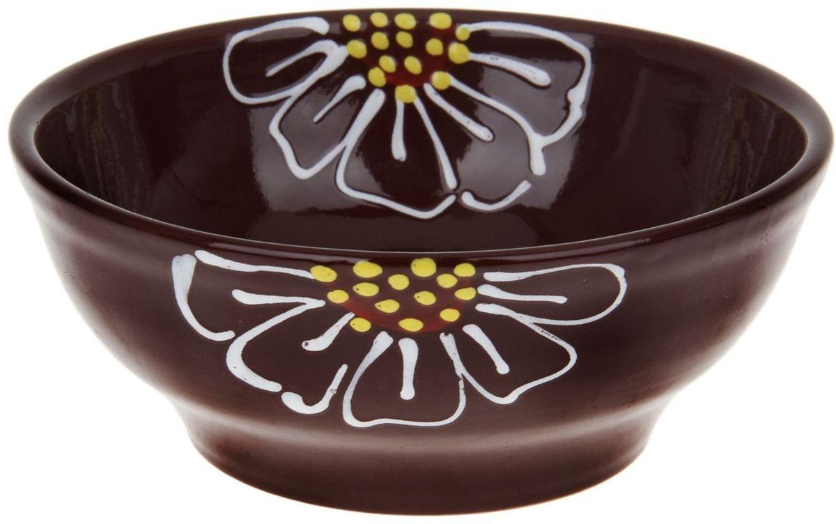 Миска Псковский гончар, цвет: коричневый, 800 мл1228222Из красивой посуды любое блюдо кажется вкусней! Специальная миска превратит каждый прием пищи в праздник! Вы можете налить в неё любой суп, использовать под вторые блюда. Из неё приятно кушать окрошку. Но это еще не всё! Материал: Специальный материал - красная глина - позволит ставить миску в духовку, на аэрогриль и в СВЧ-печь. Специальный обжиг повышает прочность и долговечность изделия. Безопасная глазурь облегчит процесс мытья. Любой продукт, приготовленный в ней, приобретает «эффект русской печи» - особый вкус и аромат, с сохранением полезных витаминов и минералов. Блюда надолго сохранят свою температуру благодаря пористой структуре изделия. Дизайн: Лаконичная форма и яркая расцветка будут поднимать настроение и аппетит, притягивать взгляды и вызывать желание попробовать содержимое миски от «Псковского гончара»! Устойчивое донышко предотвращает возможность опрокидывания. Выбирайте качественные вещи, которые будут радовать вас долгие годы и создадут на вашем столе...