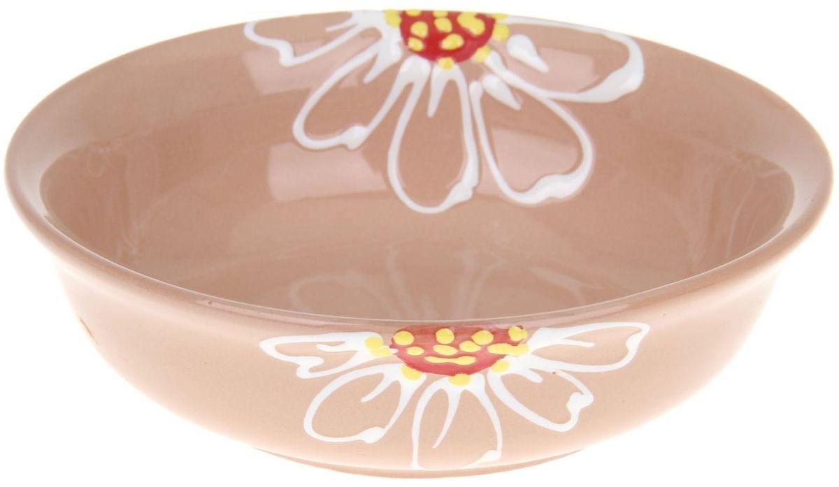 Миска Псковский гончар, цвет: бежевый, 400 мл1228224Из красивой посуды любое блюдо кажется вкусней! Специальная миска превратит каждый прием пищи в праздник! Вы можете налить в неё любой суп, использовать под вторые блюда. Из неё приятно кушать окрошку. Но это еще не всё! Материал: Специальный материал - красная глина - позволит ставить миску в духовку, на аэрогриль и в СВЧ-печь. Специальный обжиг повышает прочность и долговечность изделия. Безопасная глазурь облегчит процесс мытья. Любой продукт, приготовленный в ней, приобретает «эффект русской печи» - особый вкус и аромат, с сохранением полезных витаминов и минералов. Блюда надолго сохранят свою температуру благодаря пористой структуре изделия. Дизайн: Лаконичная форма и яркая расцветка будут поднимать настроение и аппетит, притягивать взгляды и вызывать желание попробовать содержимое миски от «Псковского гончара»! Устойчивое донышко предотвращает возможность опрокидывания. Выбирайте качественные вещи, которые будут радовать вас долгие годы и создадут на вашем столе...