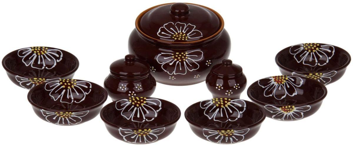 Набор посуды для пельменей Псковский гончар, цвет: коричневый, 9 предметов1228236Обратите внимание, аккуратный набор Для пельменей 9 предметов: кастрюля 1шт. 2 л, соусник 2 шт. 0,23 л/ 0,15 л, миска 6 шт. 0,4 л, коричневый уже ждёт своего счастливого обладателя! Все предметы выполнены из керамики, что придает любому приготовленному в них блюду особенный вкус. Покрытие – пищевая глазурь, которая безопасна в использовании, не имеет трещин и зазоров. Двойной обжиг служит гарантом надёжности и долговечности изделия. Пельменница имеет удобную крышку, которая предотвратит разбрызгивание и попадание посторонних продуктов в пищу, и большой объём 2 литра. Шесть мисок по 400 мл способны накормить даже самых голодных членов семьи. В комплект входит два соусника по 230 мл. Приятная расцветка и аккуратный рисунок будут радовать глаз при каждом использовании. Благодаря структуре глины любое блюдо, приготовленное при помощи посуды от «Псковского гончара», будет максимально вкусным и сохранит все свои полезные качества.