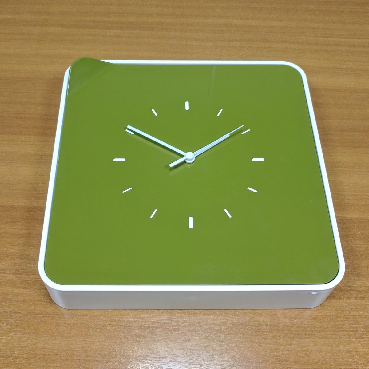 Ключница настенная Byline, с часами, цвет: зеленый. 108.3254.03108.3254.03Многофункциональный ящик - удобное решение для хранения любых мелочей: косметика, лаки, украшения, диски и другие мелкие аксессуары всегда будут на своем месте. Ящик легко впишется в интерьер, спальни, гостиной и даже деткой комнаты.
