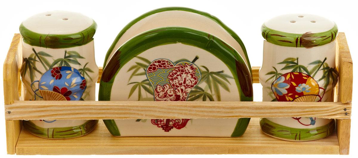 Набор для специй Polystar Harmony, 4 предметаL0200071Набор для специй и салфетница Harmony выполнены из высококачественной керамики, на деревянной подставке. Благодаря своим компактным размерам не займет много места на вашей кухне. Солонка, перечница и салфетница декорированы ярким оригинальным рисунком. Набор Harmony станет отличным подарком каждой хозяйке.