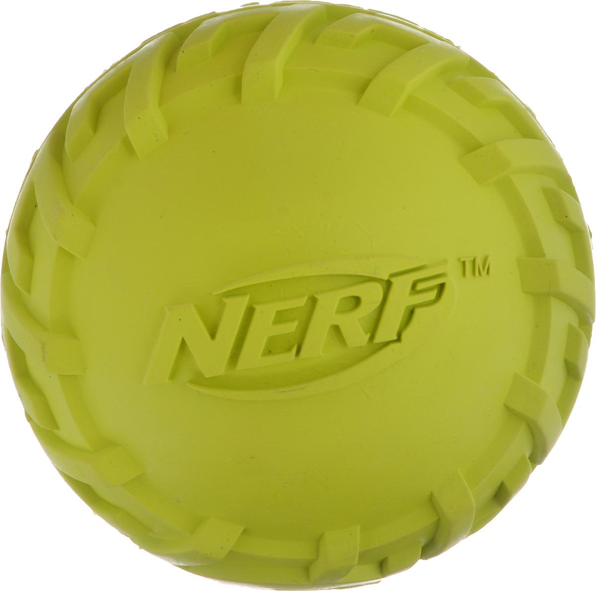 Игрушка для собак Nerf Шина. Мяч, с пищалкой, диаметр 7,5 см22422_салатовыйИгрушка для собак Nerf Шина. Мяч выполнена из резины в форме мяча с уникальным рисунком протектора шины. Игрушка оснащена пищалкой, что вызовет дополнительный интерес вашего питомца. Такая игрушка порадует вашего любимца, а вам доставит массу приятных эмоций, ведь наблюдать за игрой всегда интересно и приятно. Диаметр игрушки: 7,5 см.
