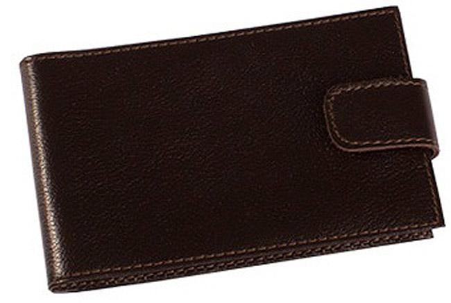 Визитница мужская Befler Грейд, цвет: темно-коричневый. V.31.-9.V.31.-9Визитница из коллекции «Грейд» выполнена из натуральной кожи. Закрывается хлястиком на скрытую кнопку. На внутреннем развороте 2 кармана из прозрачного пластика. Внутренний блок на 40 визитных и 20 кредитных карт.