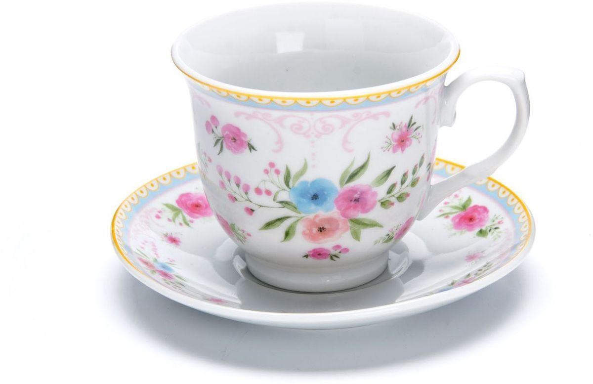 Чайный сервиз Loraine, 220 мл, подарочная упаковка. 2643026430Чайный сервиз Loraine на 6 персон изготовлен из качественного фарфора и оформлен красивым рисунком. Элегантный и удобный чайный сервиз не только украсит сервировку стола, но и поднимет настроение и превратит процесс чаепития в одно удовольствие. Сервиз состоит из 12 предметов: 6 чашек и 6 блюдец, упакованных в подарочную коробку. Чашки имеют удобную, изящную ручку. Изделия легко и просто мыть. Чайный сервиз прекрасно подойдет в качестве подарка для родных и друзей на любой праздник!