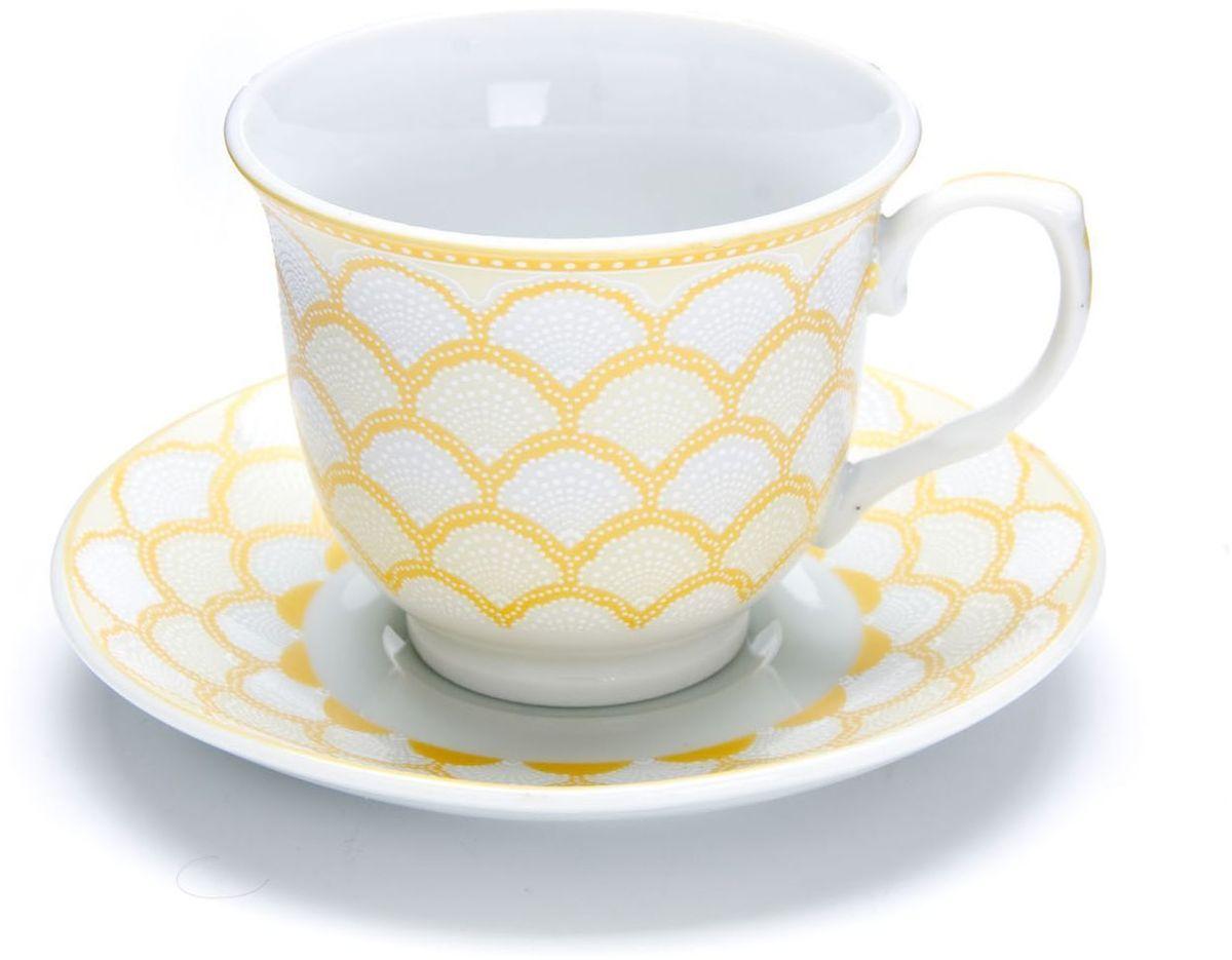 Чайный сервиз Loraine, 220 мл, подарочная упаковка. 2643426434Чайный набор Loraine на 6 персон, изготовленный из высококачественного костяного фарфора изысканного белого цвета, состоит из 6 чашек и 6 блюдец. Изделия набора украшены тонкой золотой каймой и имеют красивый и нежный дизайн. Набор придется по вкусу и ценителям классики, и тем, кто предпочитает утонченность и изысканность. Он настроит на позитивный лад и подарит хорошее настроение с самого утра. Набор упакован в подарочную упаковку. Такой чайный набор станет прекрасным украшением стола, а процесс чаепития превратится в одно удовольствие! Это замечательный выбор для подарка родным и друзьям!