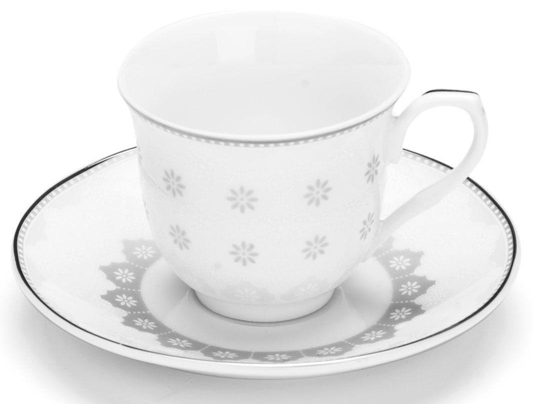 Кофейный сервиз Loraine, 80 мл, цвет: цвет: серый, подарочная упаковка. 2643726437Кофейный набор на 6 персон Loraine выполнен из высококачественного костяного фарфора - материала безопасного для здоровья и надолго сохраняющего тепло напитка.Несмотря на свою внешнюю хрупкость, каждый из предметов набора обладает высокой прочностью и надежностью. Элегантный классический дизайн с тонкой золотой каймой делает этот кофейный набор прекрасным украшением любого стола. Набор аккуратно упакован в подарочную упаковку, поэтому его можно преподнести в качестве оригинального и практичного подарка для своих родных и самых близких. В наборе: 6 кофейных чашек, 6 блюдец. Подходит для мытья в посудомоечной машине.