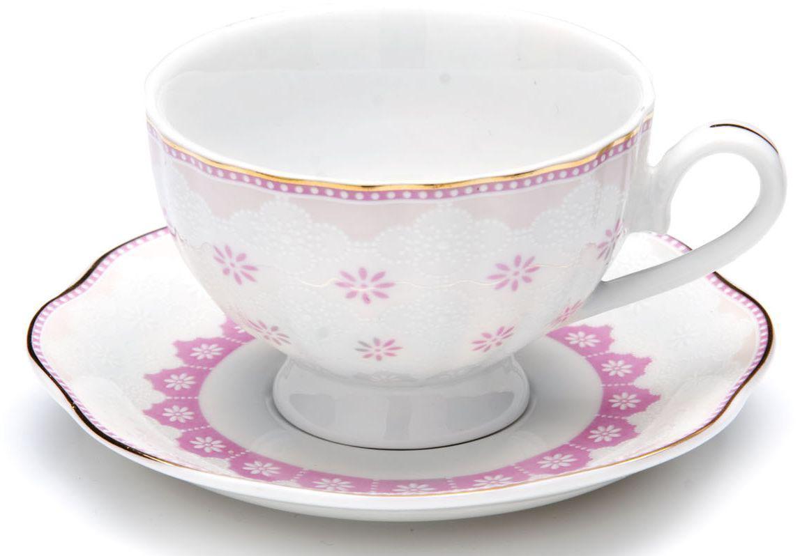 Кофейный сервиз Loraine, 110 мл, цвет: розовый, подарочная упаковка. 26441-226441-2Кофейный набор на 6 персон Loraine выполнен из высококачественного костяного фарфора - материала безопасного для здоровья и надолго сохраняющего тепло напитка.Несмотря на свою внешнюю хрупкость, каждый из предметов набора обладает высокой прочностью и надежностью. Элегантный классический дизайн с тонкой золотой каймой делает этот кофейный набор прекрасным украшением любого стола. Набор аккуратно упакован в подарочную упаковку, поэтому его можно преподнести в качестве оригинального и практичного подарка для своих родных и самых близких. В наборе: 6 кофейных чашек, 6 блюдец. Подходит для мытья в посудомоечной машине.