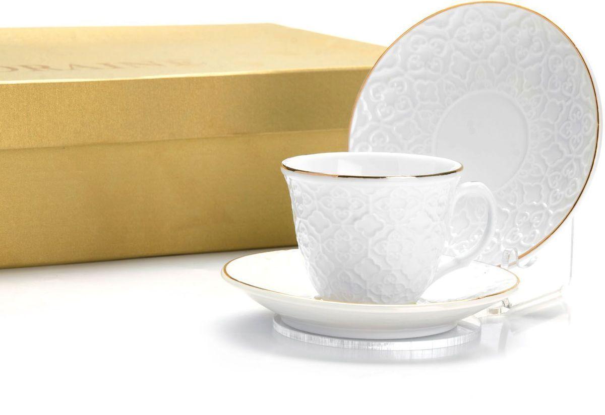 Кофейный сервиз Loraine, 80 мл, подарочная упаковка. 2650026500Кофейный набор на 6 персон Loraine выполнен из высококачественного костяного фарфора - материала безопасного для здоровья и надолго сохраняющего тепло напитка.Несмотря на свою внешнюю хрупкость, каждый из предметов набора обладает высокой прочностью и надежностью. Элегантный классический дизайн с тонкой золотой каймой делает этот кофейный набор прекрасным украшением любого стола. Набор аккуратно упакован в подарочную упаковку, поэтому его можно преподнести в качестве оригинального и практичного подарка для своих родных и самых близких. В наборе: 6 кофейных чашек, 6 блюдец. Подходит для мытья в посудомоечной машине.