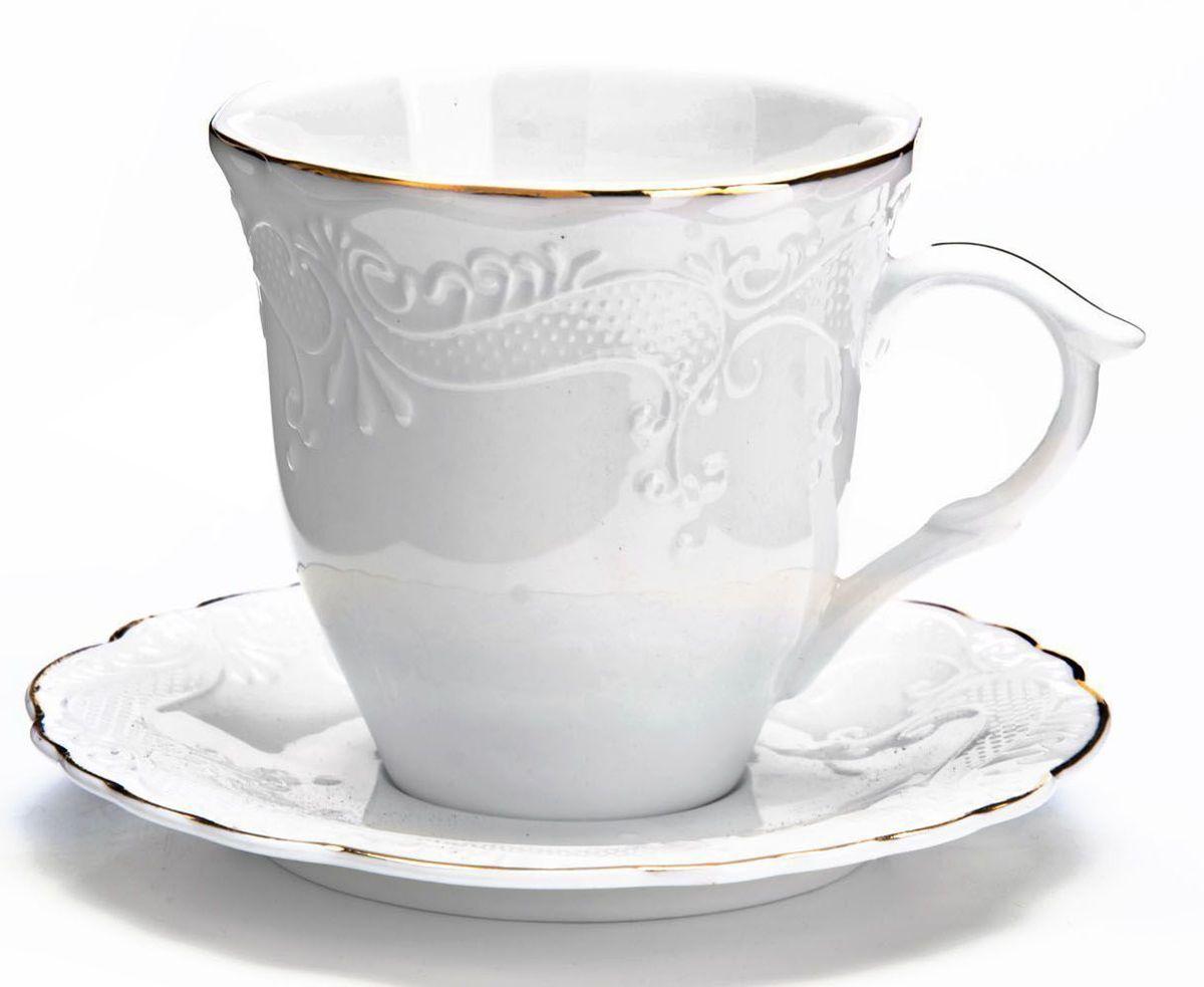 Чайный сервиз Loraine, 200 мл, подарочная упаковка. 2683026830Чайный набор Loraine на 6 персон, изготовленный из высококачественной керамики изысканного белого цвета, состоит из 6 чашек и 6 блюдец. Изделия набора украшены тонкой золотой каймой и имеют красивый и нежный дизайн. Набор придется по вкусу и ценителям классики, и тем, кто предпочитает утонченность и изысканность. Он настроит на позитивный лад и подарит хорошее настроение с самого утра. Набор упакован в подарочную упаковку. Такой чайный набор станет прекрасным украшением стола, а процесс чаепития превратится в одно удовольствие! Это замечательный выбор для подарка родным и друзьям!