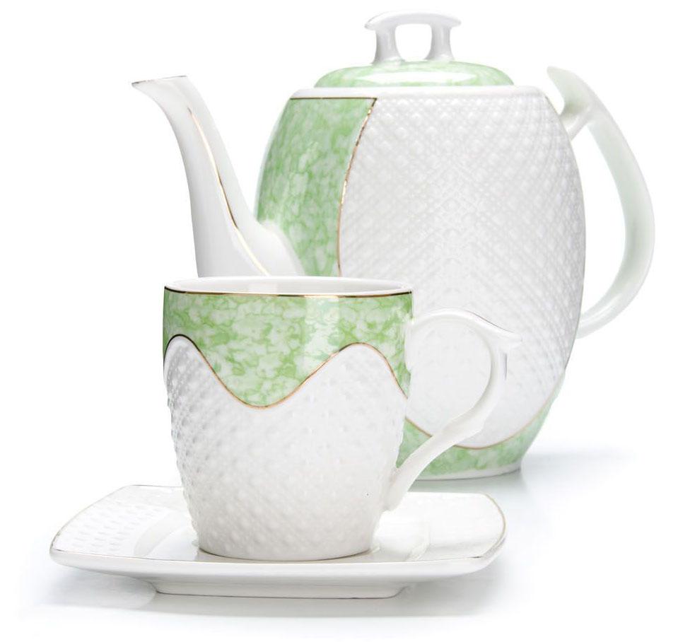 Чайный сервиз Loraine, 13 предметов (220 мл + чайник 1,3 л). 2683426834Чайный набор Loraine на 6 персон, изготовленный из высококачественной керамики изысканного белого цвета, состоит из 6 чашек, 6 блюдец и 1-го чайника. Изделия набора украшены тонкой золотой каймой и имеют красивый и нежный дизайн. Набор придется по вкусу и ценителям классики, и тем, кто предпочитает утонченность и изысканность. Он настроит на позитивный лад и подарит хорошее настроение с самого утра. Набор упакован в подарочную упаковку. Такой чайный набор станет прекрасным украшением стола, а процесс чаепития превратится в одно удовольствие! Это замечательный выбор для подарка родным и друзьям!