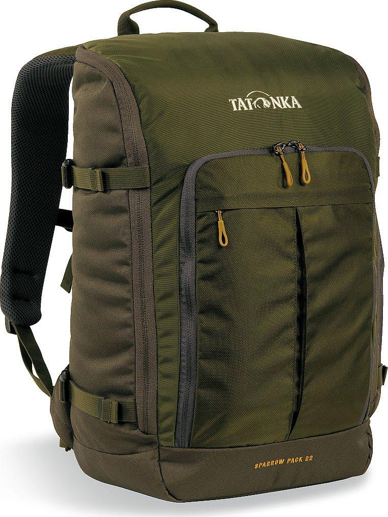 Рюкзак городской Tatonka Sparrow Pack, для учебы и работы, цвет: оливковый, 22 л1627.331Компактный офисный рюкзак для учебы или работы. Основное отделение открывается полностью благодаря молнии, идущей по периметру рюкзака. Для ноутбука размером до 15,4 дюймов имеется специальное отделение-карман. Рюкзак, также, оснащен передним карманом с удобным органазйером. Рюкзак отлично держит форму, даже если внутри мало вещей. Преимущества и особенности: Спинка Vent Comfort Лямки анатомической формы Регулируемый нагрудный ремень Компрессионные стропы Ручка для переноски Дополнительные карманы в основном отделении Рюкзак открывается полностью Плотное дно Передний карман с органайзером Крючок для ключей Отделение для ноутбука 15,4 дюйма