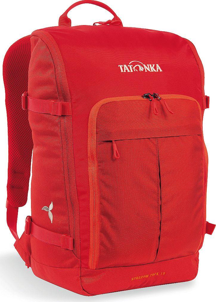 Рюкзак женский Tatonka Sparrow Pack, для учебы и работы, цвет: красный, 19 лЛЦ0036Компактный рюкзак для учебы или работы. Основное отделение открываются полностью благодаря молнии, идущей по всему периметру рюкзака: собирать рюкзак очень легко, кроме того, легко достать любые вещи. Это удобно, например, в аэропорту на регистрации. Для ноутбука предусмотрен специальный карман. В передней части рюкзака находится отделение с органайзером. Благодаря лямкам анатомической формы инагрудному ремню, носить рюкзак кофмортно и легко.Преимущества и особенности: Спинка Vent ComfortЛямки анатомической формыРегулируемый нагрудный ременьКомпрессионные стропыРучка для переноскиДополнительные карманы в основном отделенииОсновное отделение открывается полностьюУплотненное дноПередний карман с органайзеромКрючок для ключейОтделение для ноутбука 15,4 дюйма