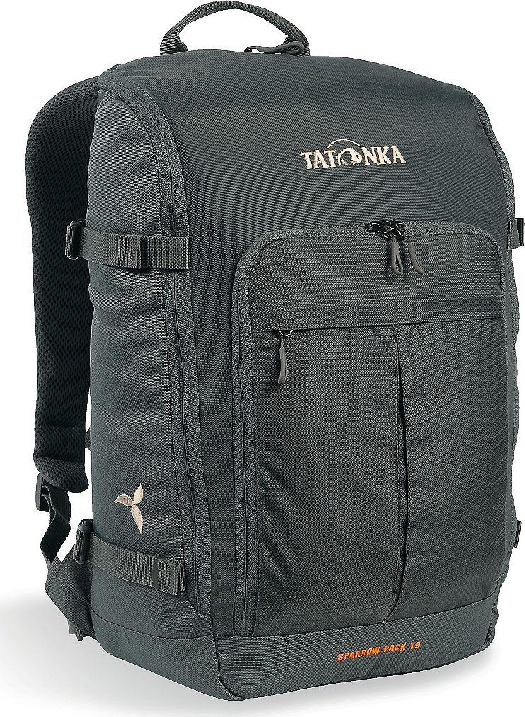 Рюкзак женский Tatonka Sparrow Pack, для учебы и работы, цвет: темно-серый, 19 л1629.021Компактный рюкзак для учебы или работы. Основное отделение открываются полностью благодаря молнии, идущей по всему периметру рюкзака: собирать рюкзак очень легко, кроме того, легко достать любые вещи. Это удобно, например, в аэропорту на регистрации. Для ноутбука предусмотрен специальный карман. В передней части рюкзака находится отделение с органайзером. Благодаря лямкам анатомической формы и нагрудному ремню, носить рюкзак кофмортно и легко.Преимущества и особенности: Спинка Vent Comfort Лямки анатомической формы Регулируемый нагрудный ремень Компрессионные стропы Ручка для переноски Дополнительные карманы в основном отделении Основное отделение открывается полностью Уплотненное дно Передний карман с органайзером Крючок для ключей Отделение для ноутбука 15,4 дюйма