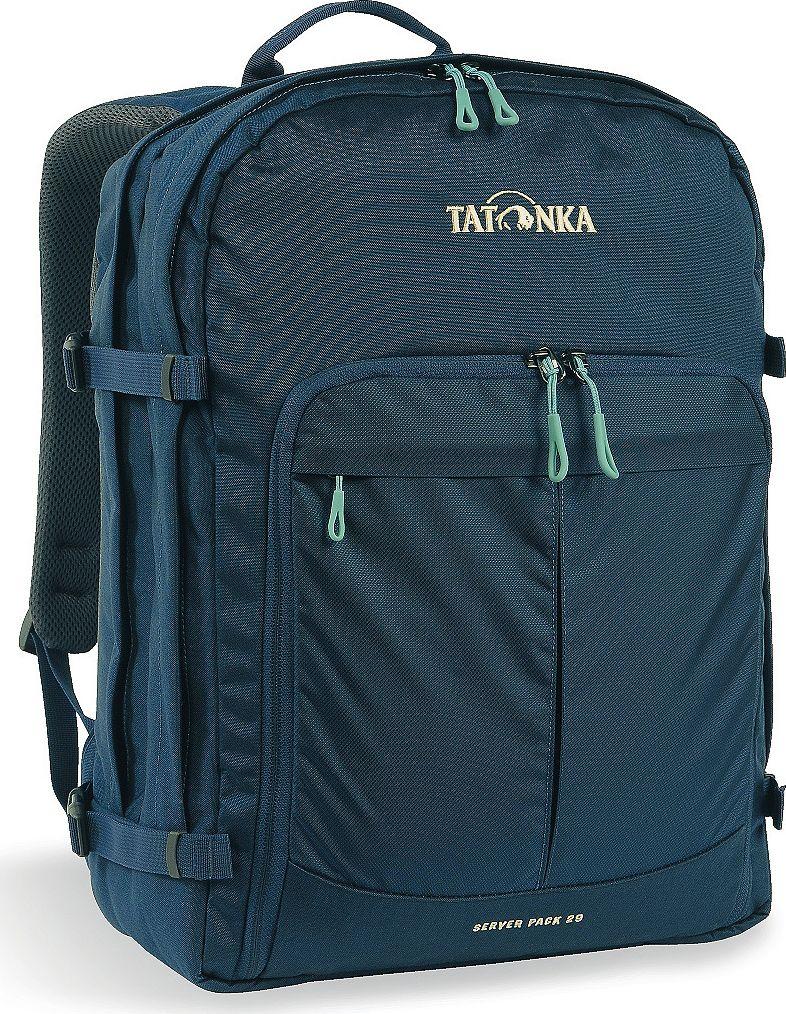 Рюкзак городской Tatonka Server Pack, для учебы и работы, цвет: темно-синий, 29 л29505/10Вместительный рюкзак для офиса или учебы с большими возможностями аккуратного хранения вещей. В двух основных отделениях легко размещаются папки и документы A4 и ноутбук 17 дюймов (для него предусмотрен свой карман). В переднем кармане находится практичный органайзер с мягким отделением для смартфона. Удобная система переноски и мягкие плечевые лямки гарантируют максимальный комфорт. Преимущества и особенности: Спинка Vent ComfortРегулируемый нагрудный ременьСъемный поясной ременьКомпрессионные стропы по бокамРучка для переноскиУплотненное дноПередний карман с органайзером и отделением для смартфонаВшитое отделение для ноутбука (не касается дна)Крючок для ключей