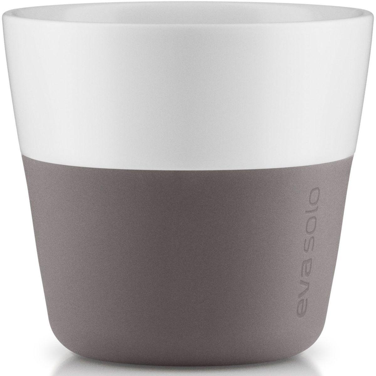 Чашки для лунго Eva Solo, 230 мл, 2 шт., цвет: серый115510Чашка для кофе лунго от Eva Solo рассчитана на 230 мл - оптимальный объем, а также стандарт для этого типа напитка у большинства кофе-машин. Чашка сделана из фарфора и имеет специальный силиконовый чехол, чтобы ее можно было держать в руках, не рискуя обжечь пальцы. Чехол легко снимается, и чашку можно мыть в посудомоечной машине. Умные и красивые предметы посуды от Eva Solo будут украшением любой кухни!