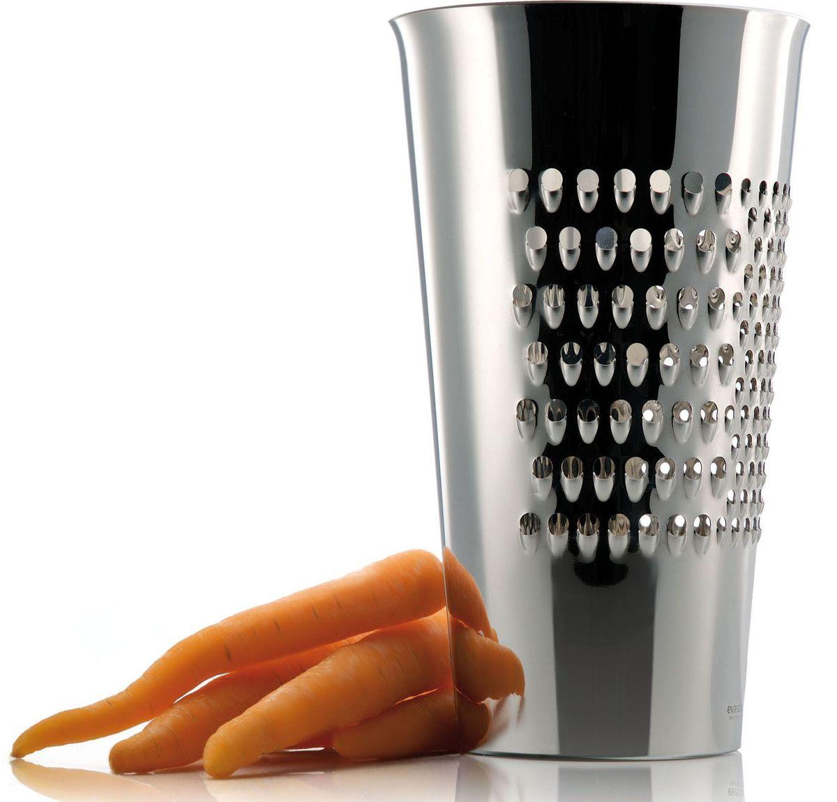 Терка-ведро Eva Solo, 21 см115610Можно натереть овощи, сыр, шоколад или все, что подскажет ваша фантазия, прямо в симпатичное ведерко из нержавеющей стали. Есть три разных терочных поверхности. Можно мыть в посудомоечной машине.Интересное решение от датских дизайнеров из компании Eva Solo - простота, функциональность и неповторимая эстетика даже в самых мелких предметах сделают вашу кухню еще более стильной и оригинальной.