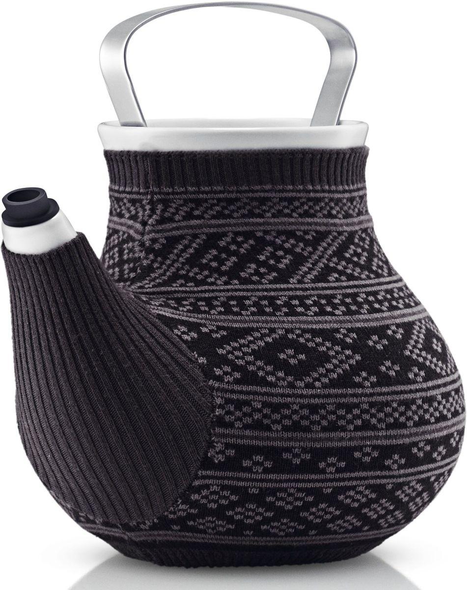 Чайник заварочный Eva Solo My Big Tea, в вязаном чехле, 1,5 л, цвет: серыйVT-1520(SR)Дизайнеры EvaSolo решили одеть керамические чайники My Big Tea в свитера, таким образом создать на кухне уютную и теплую атмосферу. Чайник My Big Tea предназначен для людей, которые ценят обаяние, функциональность и элегантный дизайн. Емкость чайника 1.5л. Корпус чайника сделан из фарфора, ручка из нержавеющей стали, свитер для чая сделан из натурального трикотажа, специальная силиконовая насадка на носике не дает воде капать мимо. Чайник можно мыть в посудомоечной машине, предварительно сняв свитер, который стирается отдельно в деликатном режиме при 30 градусах.