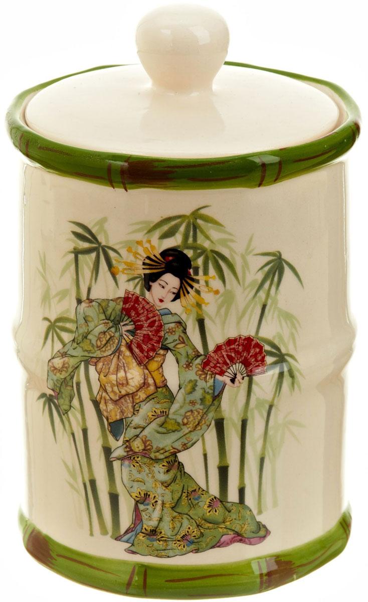 Банка для сыпучих продуктов Polystar Harmony, 600 млL0200067Банка для сыпучих продуктов Harmony изготовлена из прочной керамики, закрывается крышкой. Изделие оформлено ярким рисунком в японском стиле. Банка прекрасно подойдет для хранения различных сыпучих продуктов: чая, кофе, сахара, круп и многого другого. Изящная емкость не только поможет хранить разнообразные сыпучие продукты, но и стильно дополнит интерьер кухни.