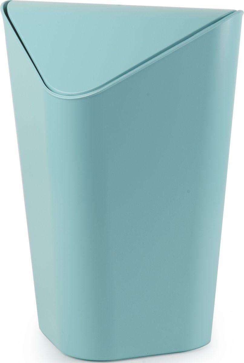 Корзина для мусора Umbra Corner Mini, цвет: ярко-голубой, 20,4 х 21 х 29,2 см086905-276Уменьшенная копия корзины CORNER. Экономит место в помещении, так как за счёт размера корзину можно ставить на рабочий стол или кухонную столешницу. Удобная крышка обеспечивает простоту использования. Внутреннее крепление позволяет спрятать мешок для мусора внутри ведра. ?Объем — 5 литров. ?Дизайн: Alan Wisniewski