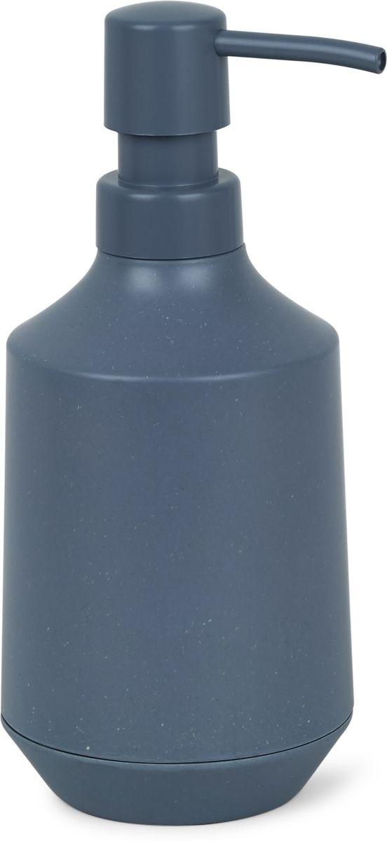 Диспенсер для мыла Umbra Fiboo, цвет: дымчато-синий, 19,1 х 8,3 х 8,3 см1005901-755Диспенсер для жидкого мыла изготовлен из комбинированного материала (меламин и бамбуковое волокно), который отличает экологичность, износостойкость и уникальный матовый эффект. Благодаря лаконичному дизайну будет гармонично смотреться в любой ванной комнате. Он также подойдет для кухни в качестве диспенсера для моющего средства. Объем 236 мл. Дизайнер Wesley Chau