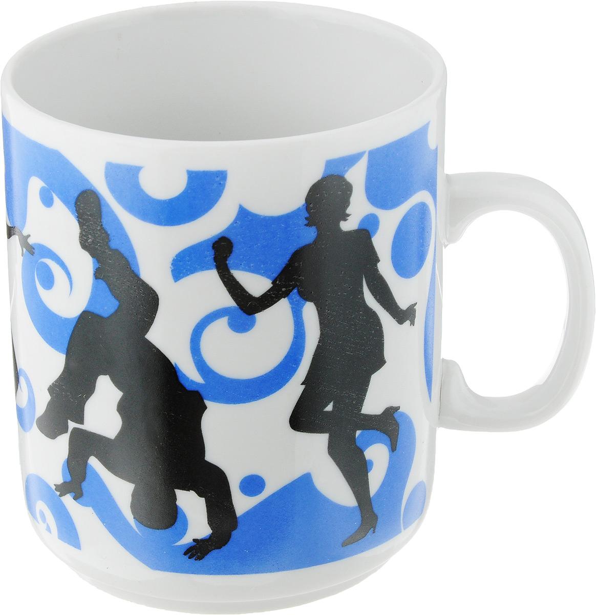Кружка Фарфор Вербилок Dance, цвет: синий, белый, черный, 300 мл9272060_синий, белый, черныйКружка Фарфор Вербилок Dance способна скрасить любое чаепитие. Изделие выполнено из высококачественного фарфора. Посуда из такого материала позволяет сохранить истинный вкус напитка, а также помогает ему дольше оставаться теплым. Диаметр по верхнему краю: 7,5 см. Высота кружки: 10 см.