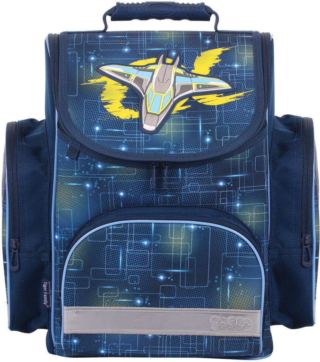 Tiger Family Ранец школьный Neon Alpha1731/B/TGРанец школьный Scholar Collection Neon Alpha, размер 38 x 34 х 21 см, анатомическая спинка с поддерживающей рамой, объем 18 литров, синий, для мальчиков Ранец выполнен из влагоустойчивой ткани, имеет плотное водонепроницаемое дно. Имеются светоотражающие элементы на всех 4 сторонах, удобные регулируемые лямки, два боковых кармана на молниях и карман на молнии на лицевой части ранца, регулируемый и съемный нагрудный ремень. Внутри имеется большое отделение для книг с эластичным креплением. На верхнем клапане имеется декоративный объемный бейдж в форме космического корабля