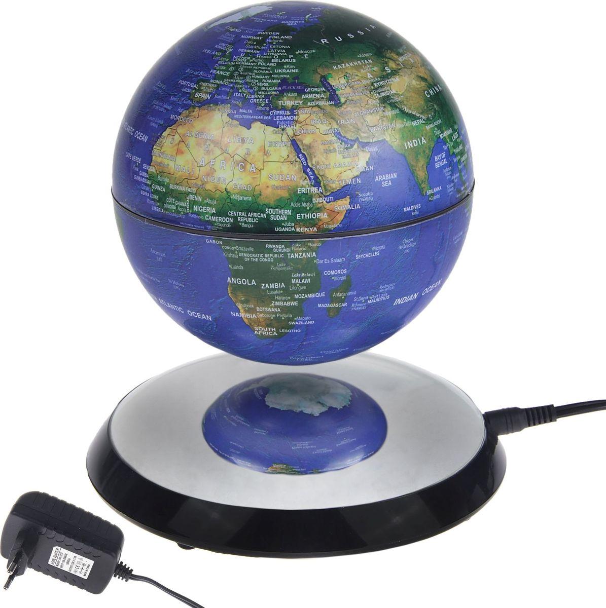 Глобус Политическая карта на английском языке диаметр 10 смFS-00897Глобус сувенирный d=10 см на магнитное поле d=17 см, h=16 см, политическая карта, английский язык, 220 В — это украшение рабочего места и кладезь полезной информации о Земле. С его помощью вы увидите полет планеты в миниатюре. Этот гаджет имеет еще несколько названий: антигравитационный, левитирующий или левитрон. Раскроем секрет этого чуда. В базу встроен электромагнит, а в шар — магнит с противоположным зарядом. В результате сфера зависает в воздухе и вращается вокруг своей оси. Особенности антигравитационного глобуса Поворачивайте шар, пока он парит в воздухе. Это снимает нервное напряжение и помогает отвлечься от рутинной работы. Оригинальная задумка станет вашим источником вдохновения во время умственного процесса.