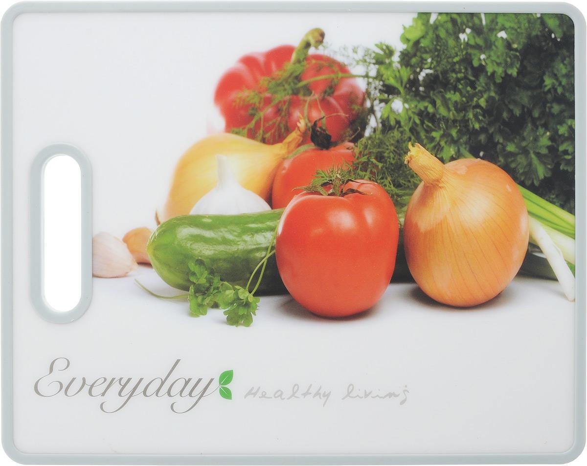 Доска разделочная Kesper Овощи, 38 х 30 см3083-0_овощиРазделочная доска Kesper Овощи прекрасно подходит для разделки всех видов пищевых продуктов. Изготовлена из прочного пластика. Изделие оснащено отверстием для подвешивания на крючок. Не рекомендуется мыть в посудомоечной машине. Размер доски: 38 х 30 х 1,4 см.