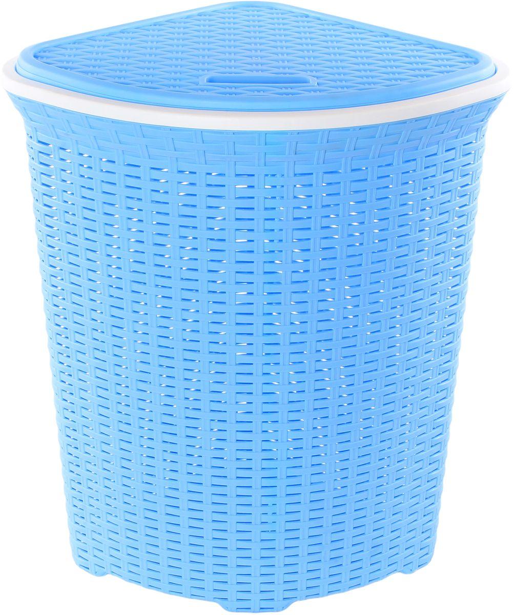 Корзина для белья Violet Ротанг, угловая, цвет: голубой, 60 л391602Угловая корзина Violet Ротанг с крышкой, изготовленная из полипропилена, имитирующая плетение ротанг, предназначена для хранения белья. . Организует пространство и впишется в любой интерьер. Это легкая корзина со сплошным дном, жесткой кромкой, с небольшими отверстиями на стенках.