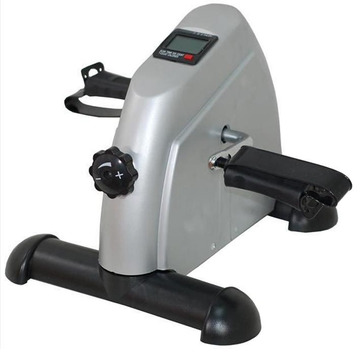 Мини велотренажер Sport Elit. BY-810BY-810Мини велотренажер Sport Elit, изготовленный из металла и пластика, является компактным велотренажером для дома и офиса. Тренажер оснащен возможностью регулировки нагрузки. Компьютер, установленный на тренажере, показывает в сканирующем режиме: скорость, время тренировки, дистанцию, потраченные калории, обороты в минуту. Ключевые преимущества: - Регулируемая нагрузка, позволяет варьировать интенсивность тренировок, - Встроенный компьютер считывает основные параметры занятий и выводит на дисплей данные о скорости, времени, дистанции, потраченных калориях и оборотах в минуту, - Компьютер позволяет контролировать ход тренировок, - Компактность: тренажер займет минимум пространства в доме. За счет небольших габаритов его можно хранить в шкафу или под кроватью, - Автономность: велотренажер не потребует подключения к сети, - Прочность рабочих узлов и конструкции в целом позволяет заниматься на тренажере людям любой комплекции,...