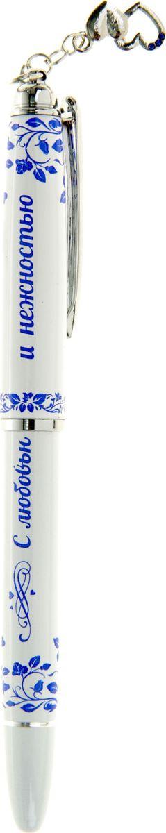 Ручка шариковая С любовью и нежностью синяя72523WDХотите преподнести не только красивый, но и полезный подарок? Тогда вам непременно понравится наша эксклюзивная разработка ! Оригинальная и удобная, она станет прекрасным дополнением женской сумочки, ежедневника или блокнота. Яркой особенностью изделия является очаровательный брелок на колпачке и нежные пожелания, выгравированные на ручке. Любая девушка будет в восторге от такого неповторимого сувенира!