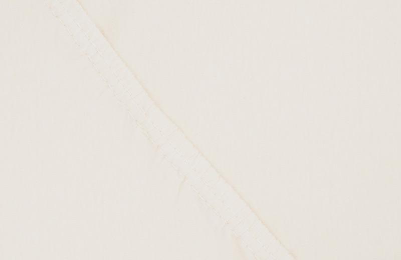 Простыня на резинке Ecotex Поплин, цвет: ванильный, 160 х 200 смES-412Простыня на резинке по всему периметру – это очень удобно! Она всегда ровно, без единой морщинки, застилает матрас. Легко заправляется и фиксируется с помощью «юбки» с резинкой по всему периметру. Нежное прикосновение к телу бархатного на ощупь хлопка, мягкая фактура ткани – вот основное преимущество трикотажных простыней на резинке. Они практичны в уходе, не требуют глажения после стирки, мягкие, экологичные, защищают матрас от загрязнений.