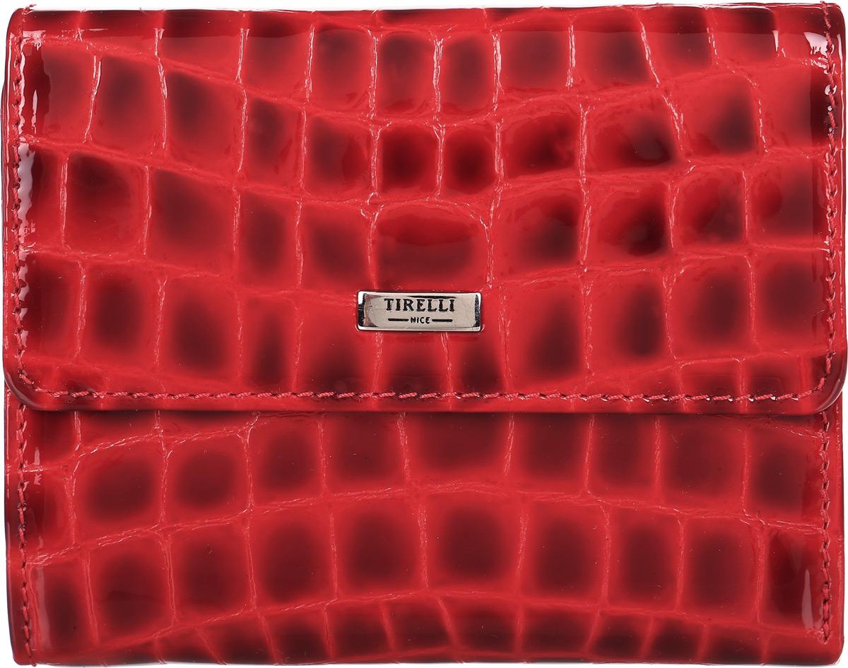 Портмоне женское Tirelli, цвет: красный. 15-314-1315-314-13Портмоне женское Tirelli выполнено из натуральной кожи. Закрывается портмоне при помощи клапана на кнопку. С задней стороны лицевой поверхности портмоне имеется дополнительный карман. Внутри содержится два отделения для купюр, четыре кармашка для пластиковых карт, четыре потайных кармашка для мелких бумаг, монетница на кнопке и откидное отделение с двумя потайными кармашками, четырьмя кармашками для пластиковых карт и сетчатым окошком для фотографии. Портмоне станет изысканным модным аксессуаром, который идеально дополнит ваш образ. Изделие упаковано в подарочную коробку синего цвета с логотипом фирмы Tirelli.